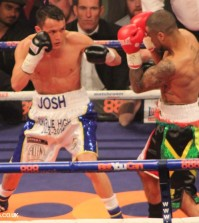josh warrington defeats rendall munroe in manchester